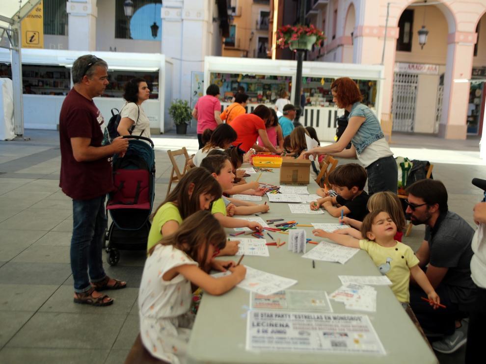 Un taller de cuentos muestra a los niños cómo se extinguieron los dinosaurios