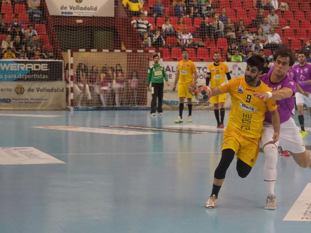 Arguillas, Oier y Cama renuevan con Bada Huesca