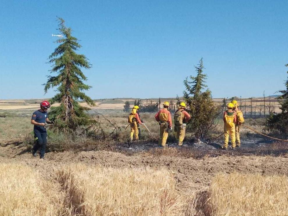 Vecinos y emergencias sofocan un incendio en Alcubierre