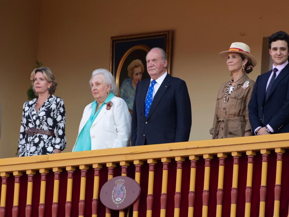 El rey Juan Carlos I, aclamado en el día de su retirada