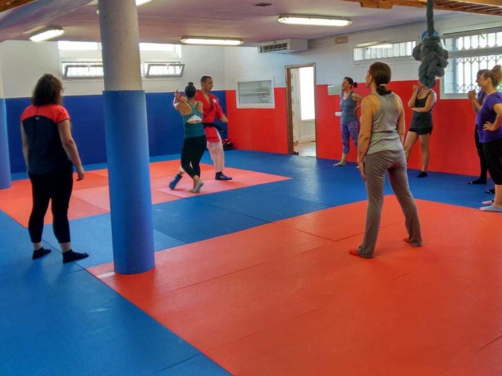 Intenso taller de autoprotección y defensa personal en Aínsa