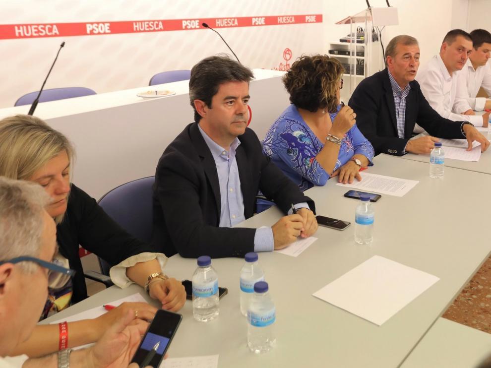Carreteras, bomberos y nieve, claves del PSOE de Huesca para negociar la DGA