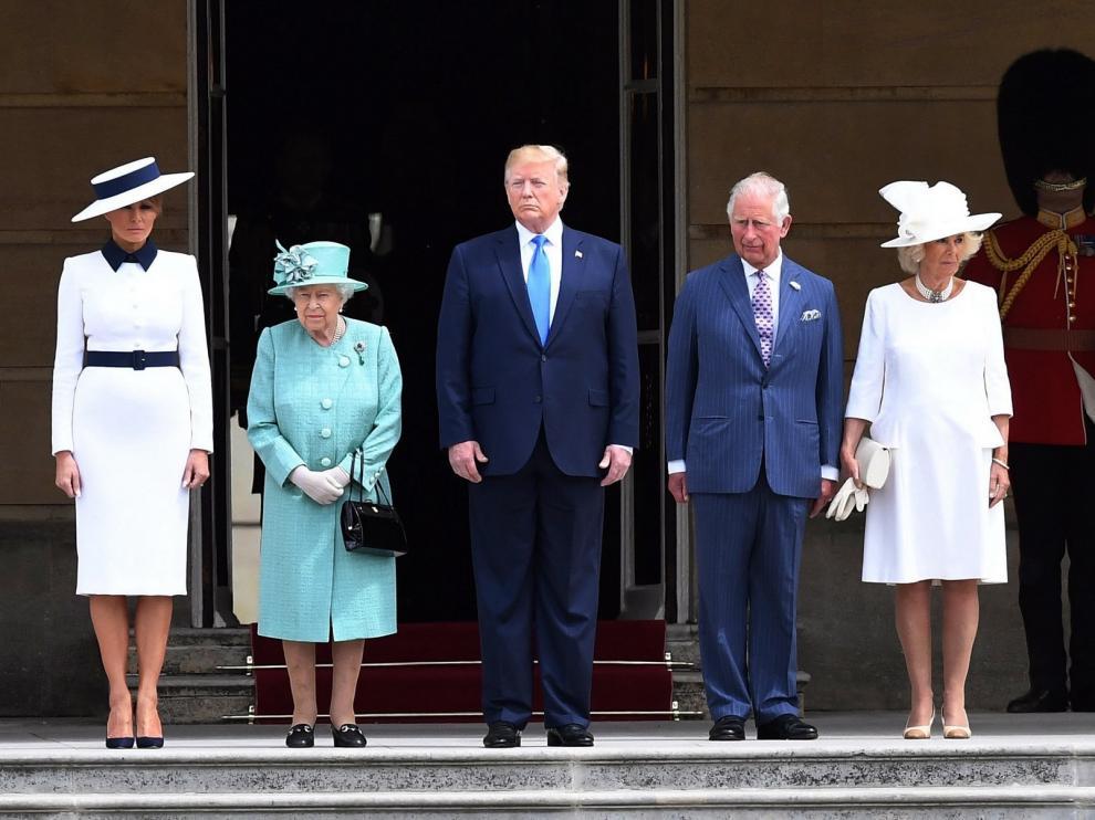 La reina Isabel II recibe a Trump en el palacio de Buckingham