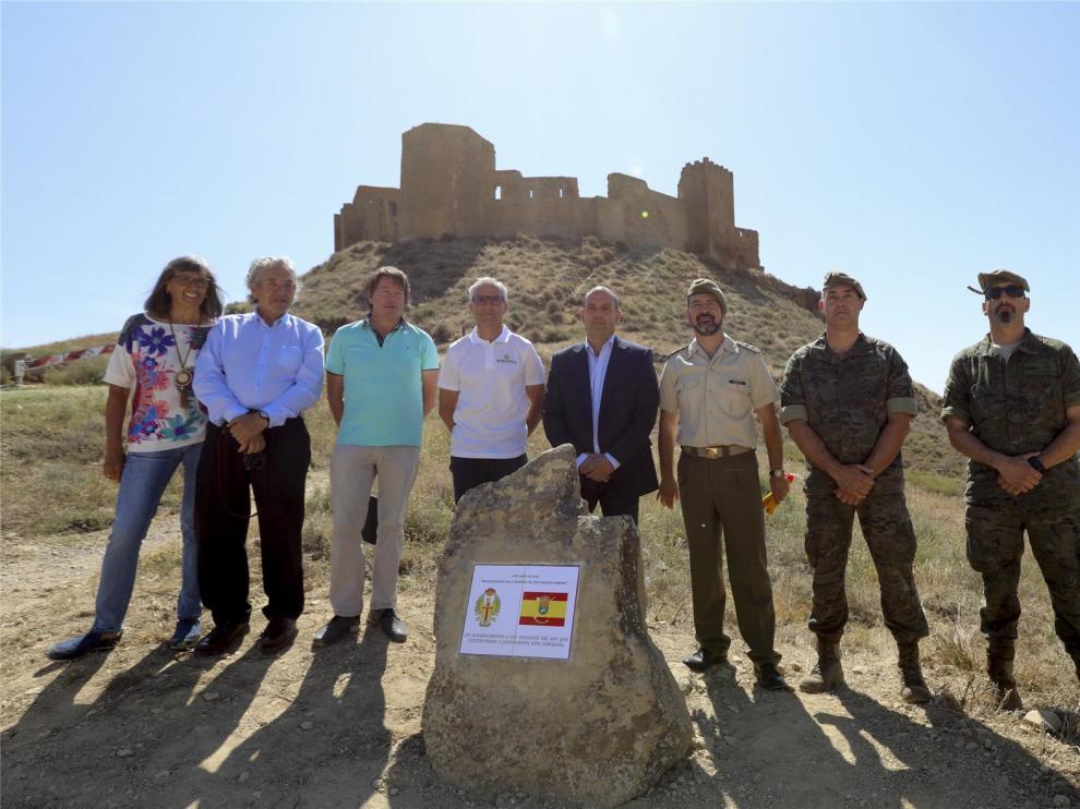 Un monolito une la historia del Castillo de Montearagón y el Cuartel Sancho Ramírez