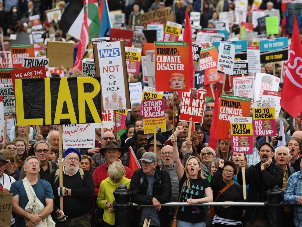 """Miles de londinenses dicen a Trump que """"no es bienvenido"""""""