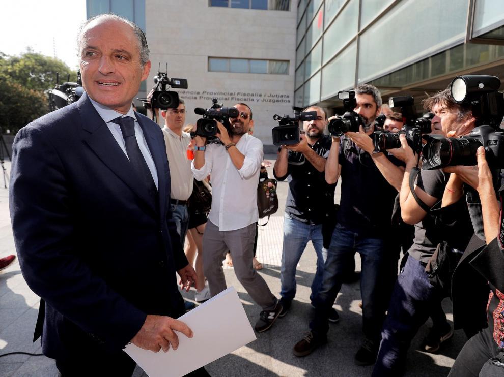 La Abogacía de la Generalitat pide casi 8 años de prisión para Camps por la construcción del circuito de F1