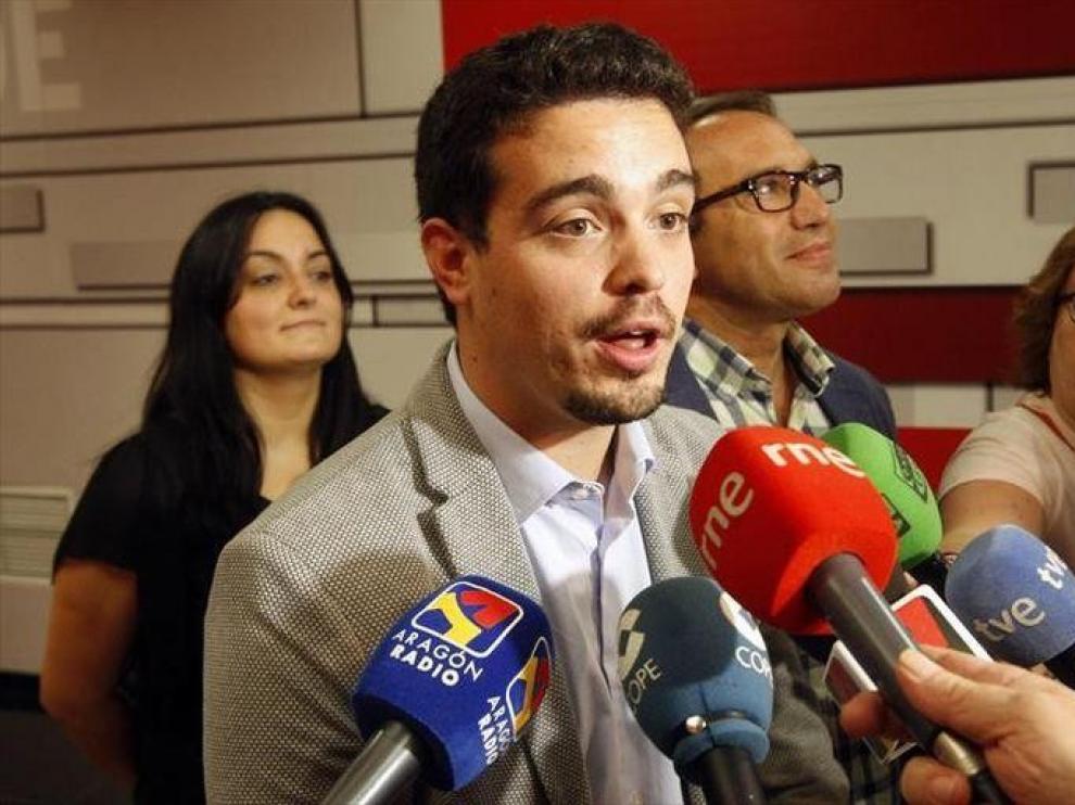 El PSOE abre contactos para un gobierno alternativo a la derecha