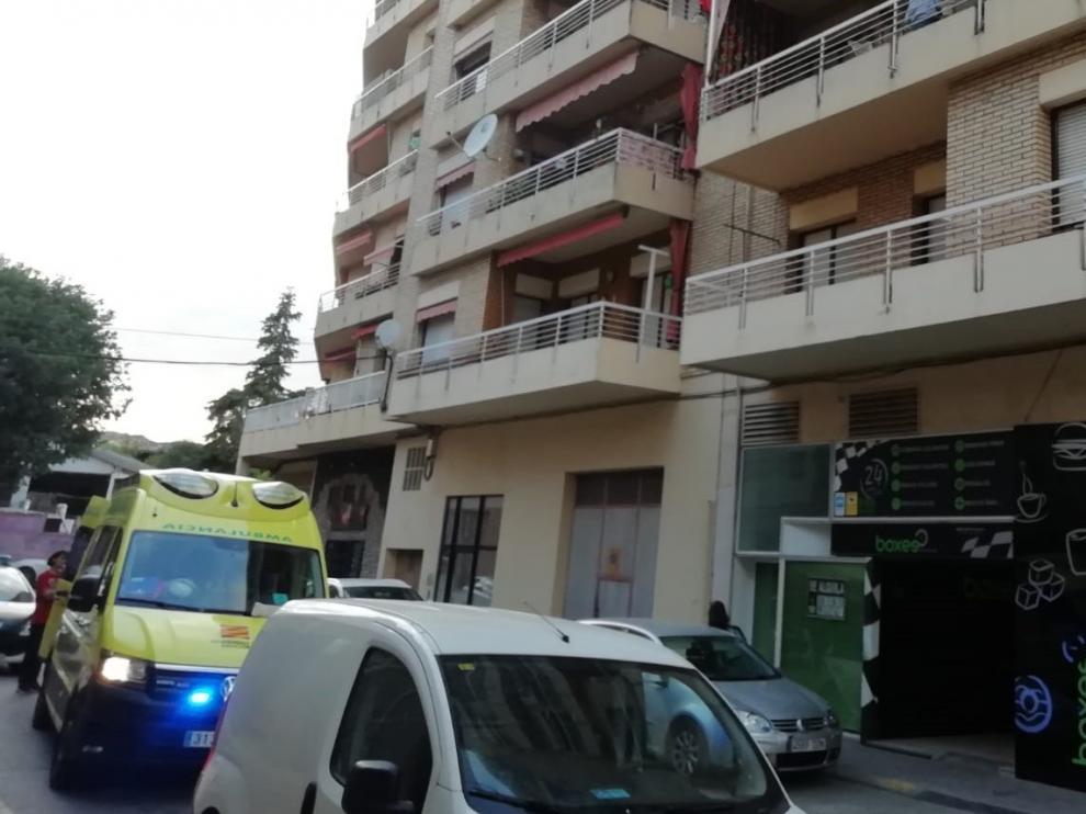 Herido tras descolgarse desde un cuarto piso por una fachada en Barbastro