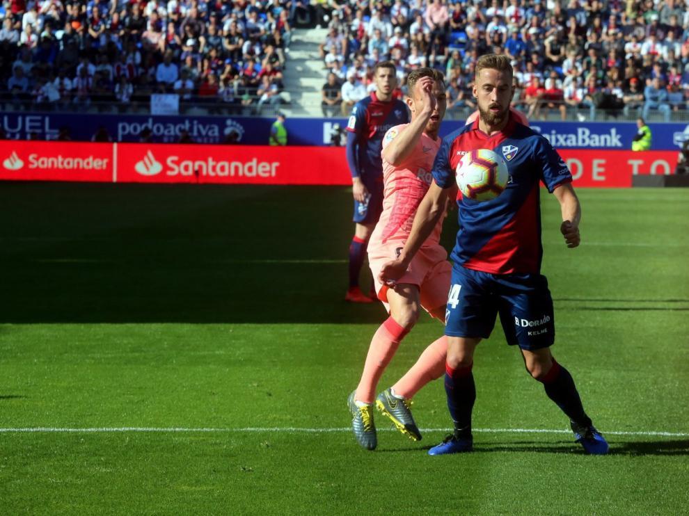 El objetivo principal del Huesca es contar con porteros y centrales de garantías