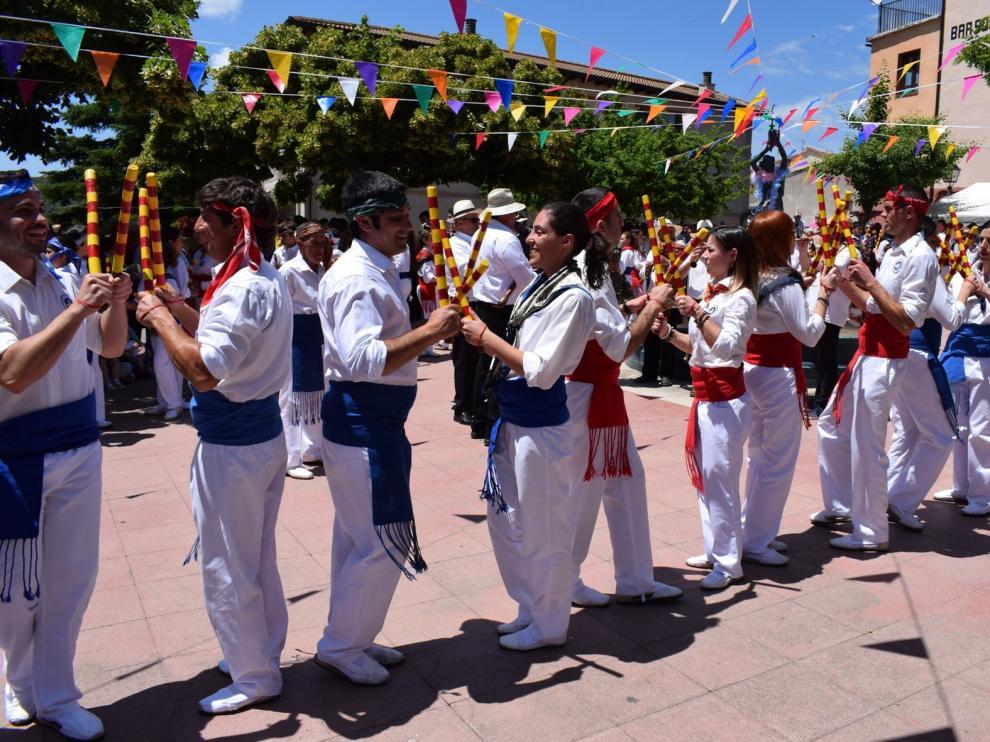 """Un total de 190 """"balladors"""" danzan en honor a San Medardo en Benabarre"""