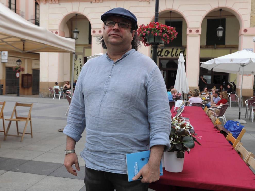 El autor cubano Dolan Mor muestra su amor por la poesía en Huesca