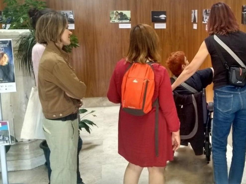 Sandra Sosnierz expone sus fotografías en la Facultad de Empresa y Gestión Pública de Huesca