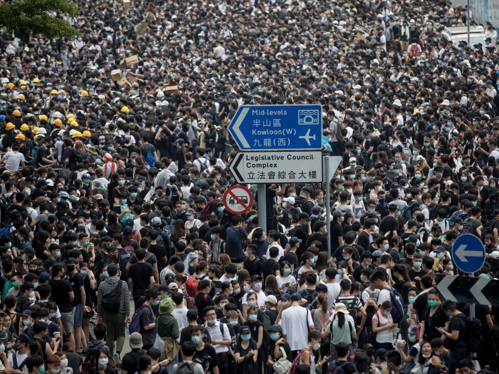 Disuelta a la fuerza una masiva protesta en Hong Kong