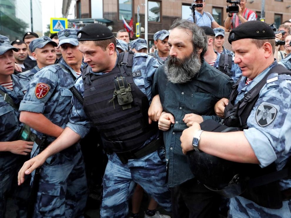 Más de 400 detenidos en Moscú por la libertad de prensa