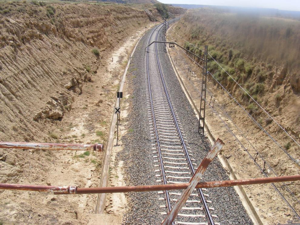 Un incendio detectado en la estación de El Tormillo afecta a cerca de 200 metros de monte bajo