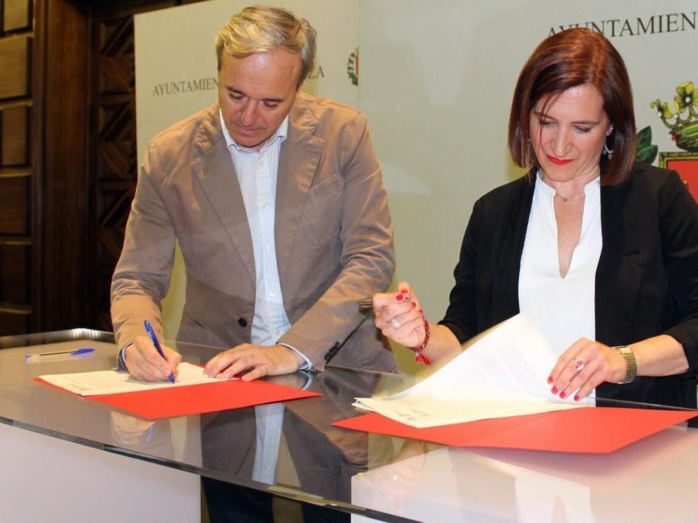 PP y Cs firman en Zaragoza la base de un proyecto de gobierno