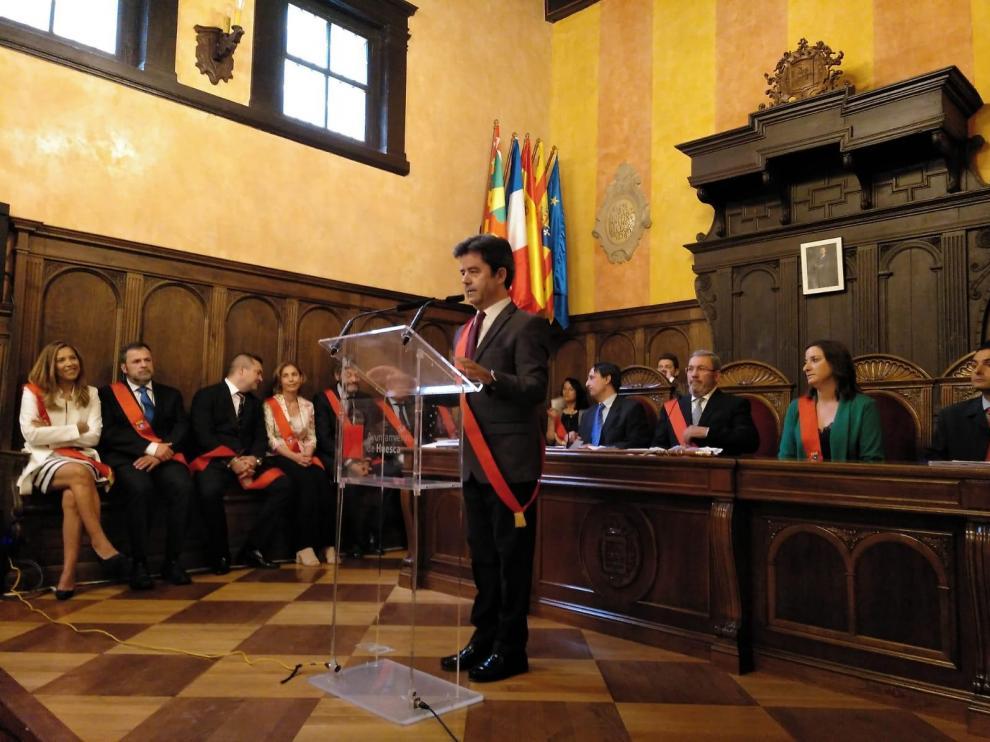 Luis Felipe, alcalde de Huesca por un voto en blanco mientras el PP sopesa una moción de censura