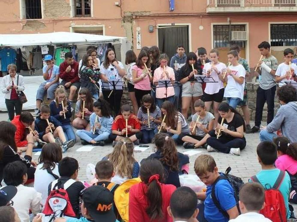 "Éxito del ""Mercado solidario"" celebrado en Grañén"