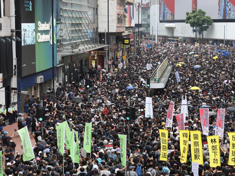 Los hongkoneses logran la suspensión de la ley pero no su retirada