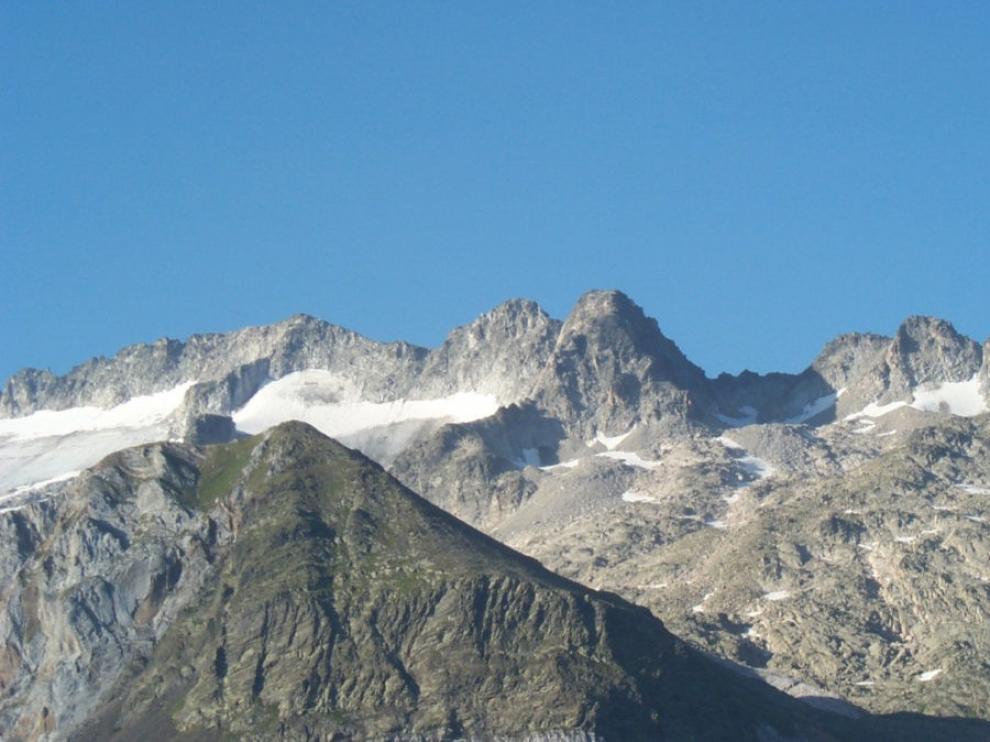 La Guardia Civil rescata a tres personas en el Pirineo