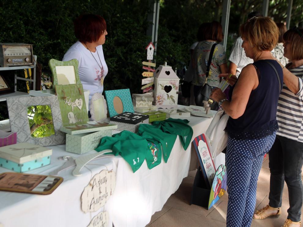 La Feria de la Artesanía, fiel a su cita en el Parque Miguel Servet de Huesca