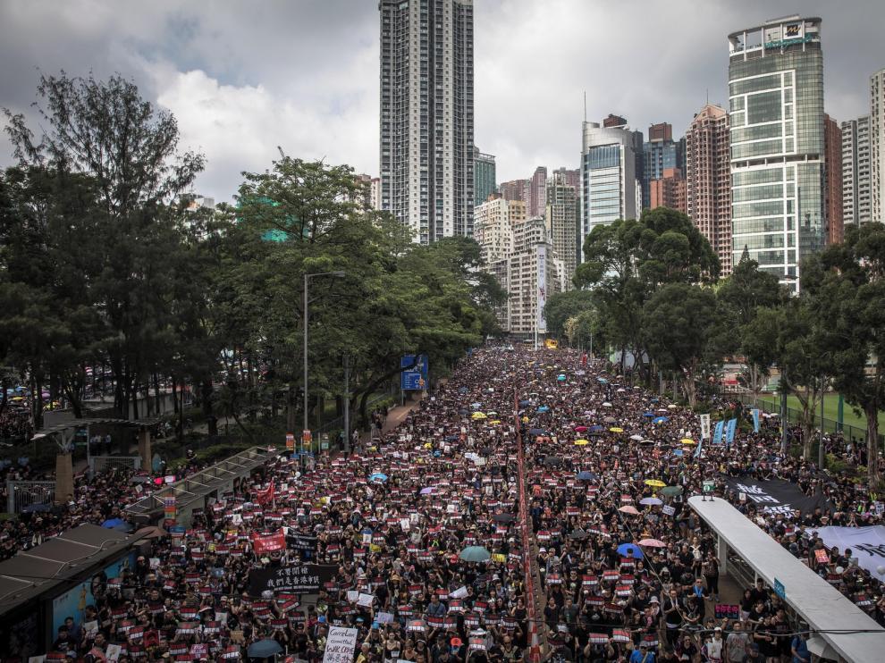 Una marea humana desborda Hong Kong reclamando libertades