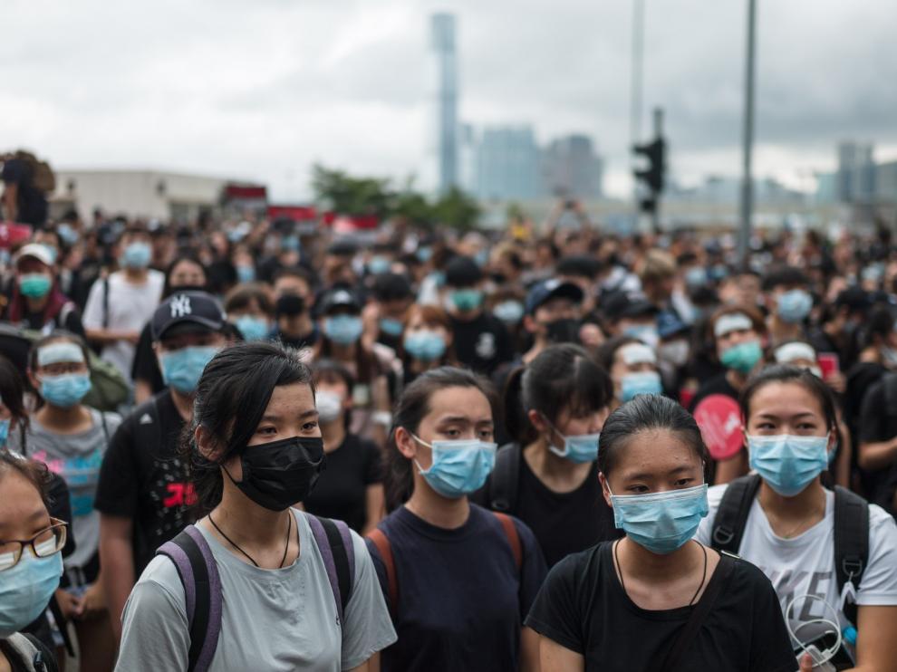Los manifestantes marchan a la sede Ejecutivo de Hong Kong y piden la dimisión de la jefa de gobierno