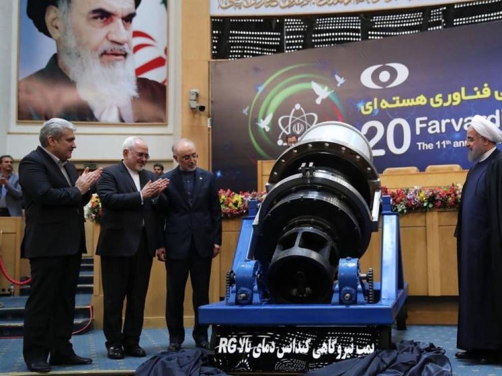 Irán dice que superará en diez días su reserva límite de uranio