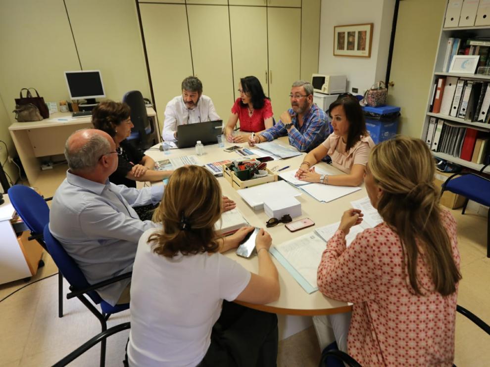 El PP de Huesca presenta en la secretaría del Ayuntamiento el documento con la moción de censura