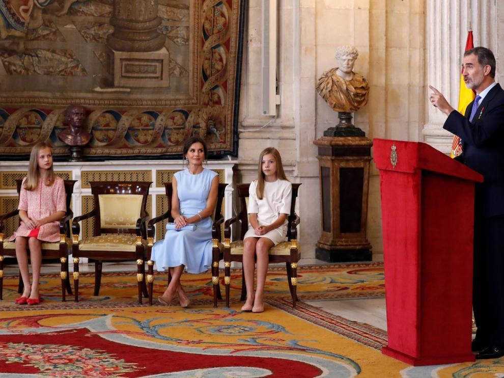 Belén Luque, directora del Museo Diocesano de Jaca, recibe la medalla de la Orden del Mérito Civil