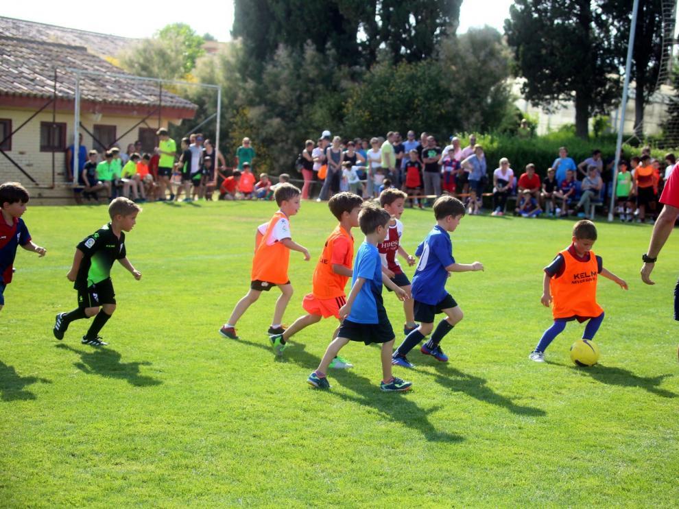 """Más de 300 niños en las jornadas de """"puertas abiertas"""" de captación del Huesca"""