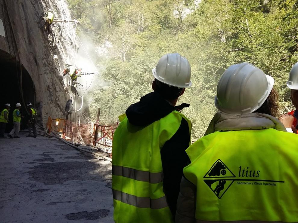El retraso de una pieza de seguridad demora la apertura de la carretera de Añisclo