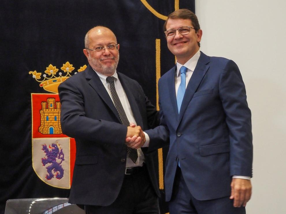 PP y Cs firman un acuerdo de cien medidas para gobernar Castilla y León