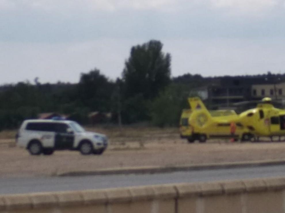 El helicóptero del 112 realiza un traslado de emergencia en Sariñena
