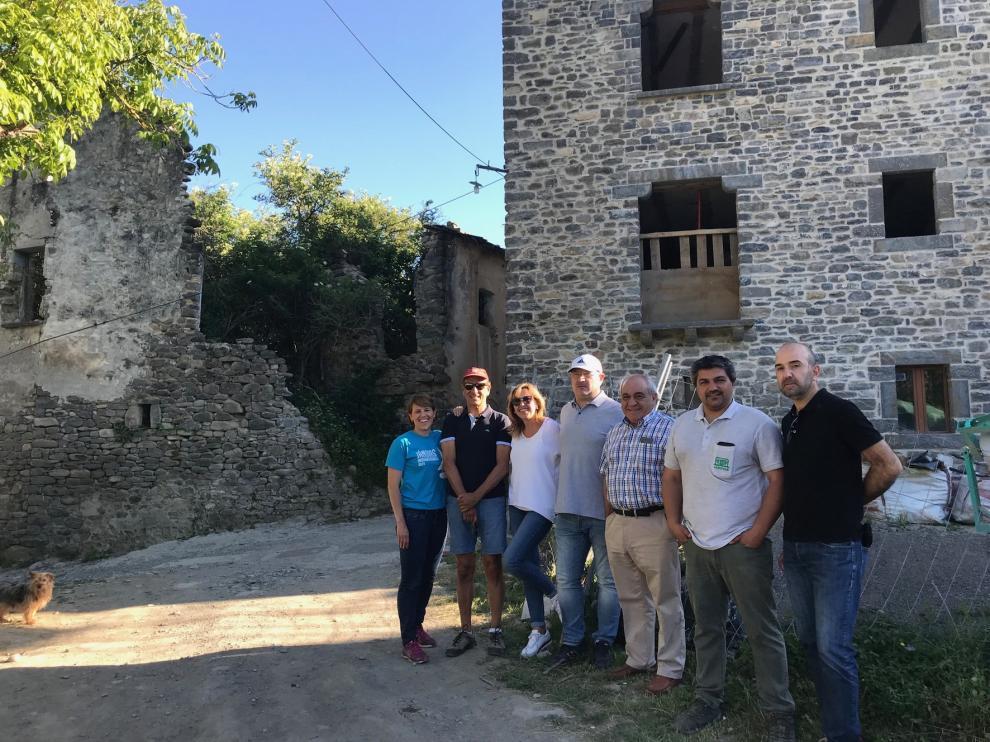 Jánovas emerge de la ruina con pico y pala y la ilusión de sus vecinos