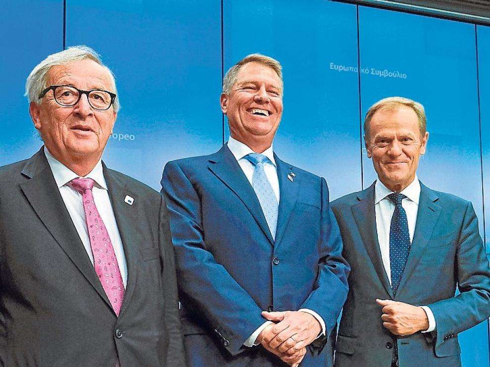 La UE salva el acuerdo sobre el euro, pero no cierra el relevo