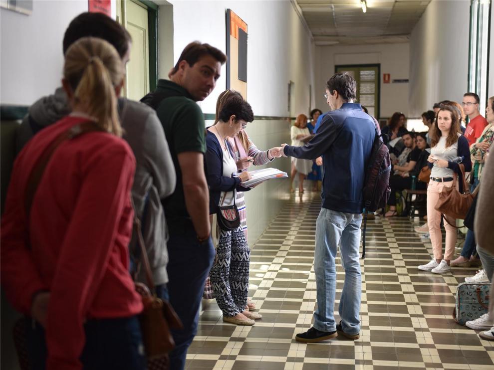 Se celebran las históricas oposiciones de maestro con la participación en Huesca del 67 % de los inscritos