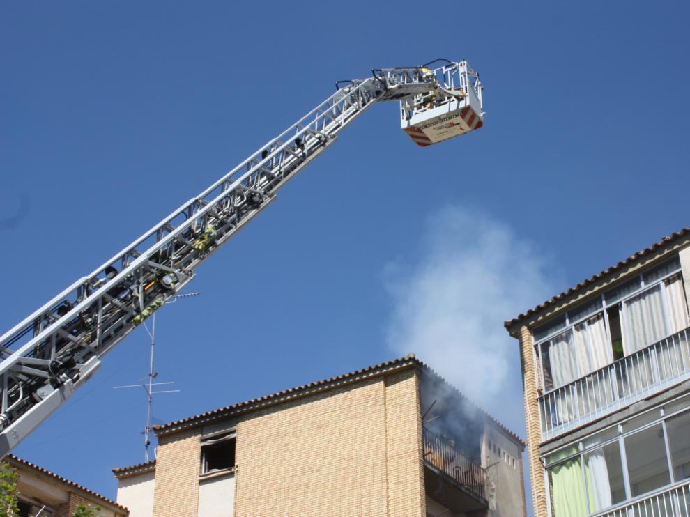 Incendio en el barrio del Perpetuo Socorro de Huesca, en una casa con bombonas de butano