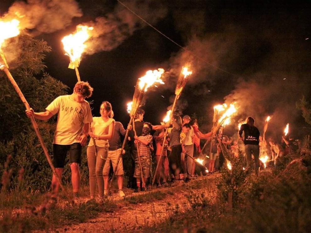 Bonansa da la salida a la fiesta de las Fallas en el Pirineo oscense