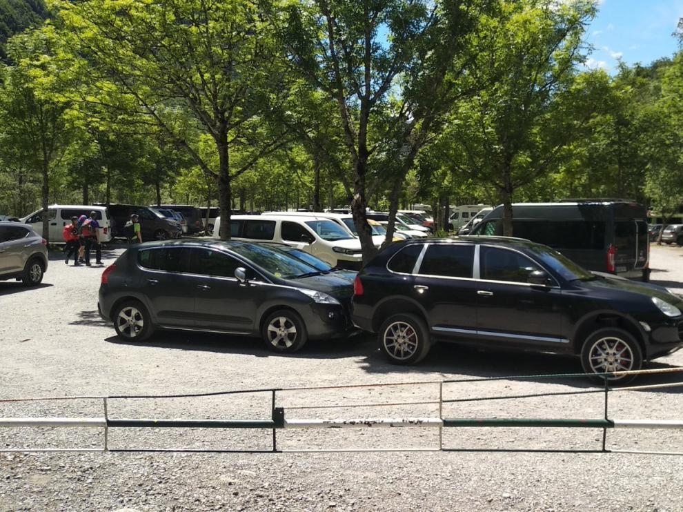 Ordesa vuelve a cerrar el acceso por Torla por la llegada masiva de vehículos
