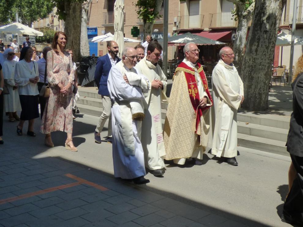 Los niños que han hecho la primera comunión celebran el Corpus Christi en Barbastro con la tradicional procesión