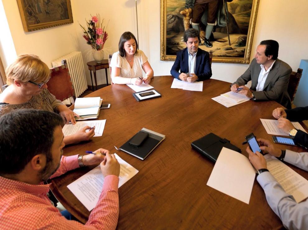 El alcalde de Huesca inicia este lunes reuniones con los grupos municipales