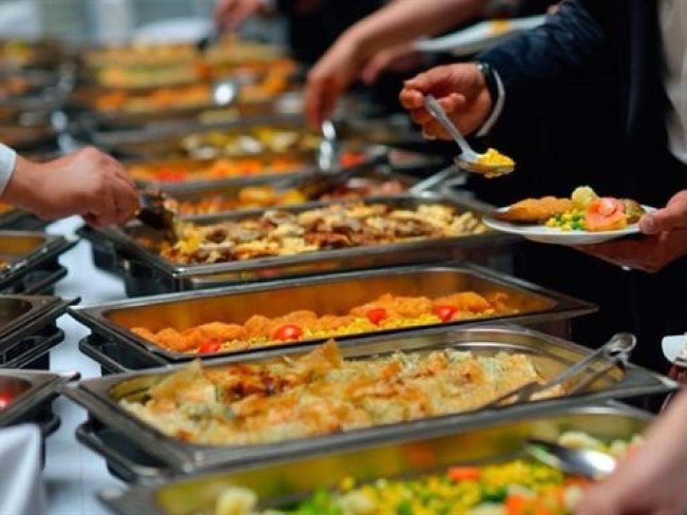 Los españoles gastan 1.029 euros en bares y restaurantes, 607 en alimentos y 422 en bebidas