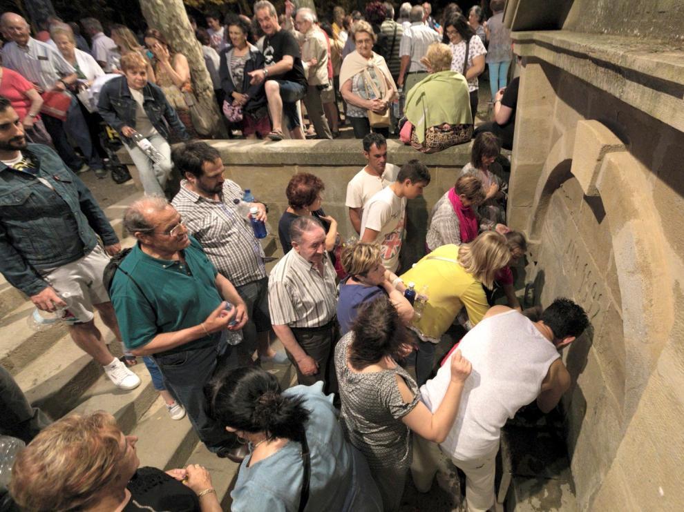 Un gran número de personas celebra la noche de San Juan en Cillas