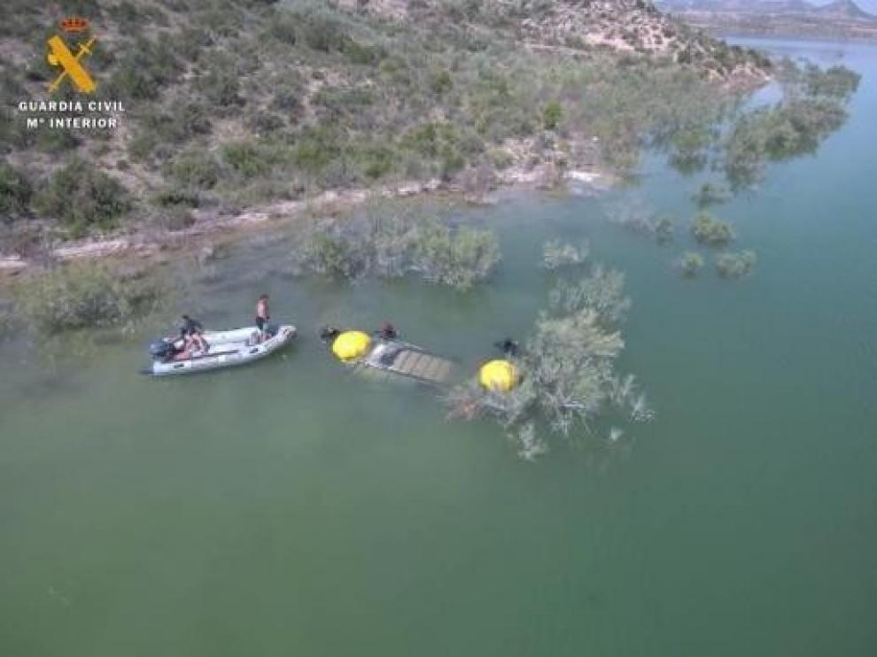 Localizan el cuerpo de un hombre en un coche sumergido en el pantano de Civán