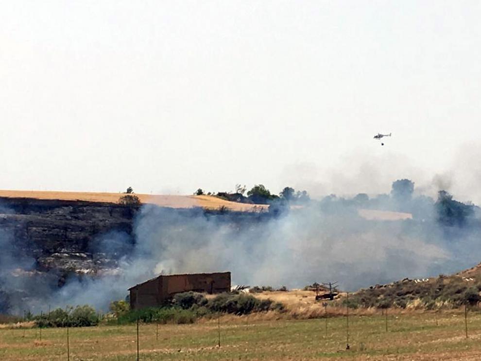 Controlado el fuego que ha arrasado 120 hectáreas y ha llegado a 1,5 kilómetros de Alcalá de Gurrea