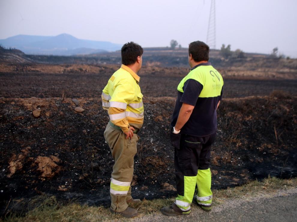 El incendio de Alcalá de Gurrea está controlado y permanece bajo vigilancia