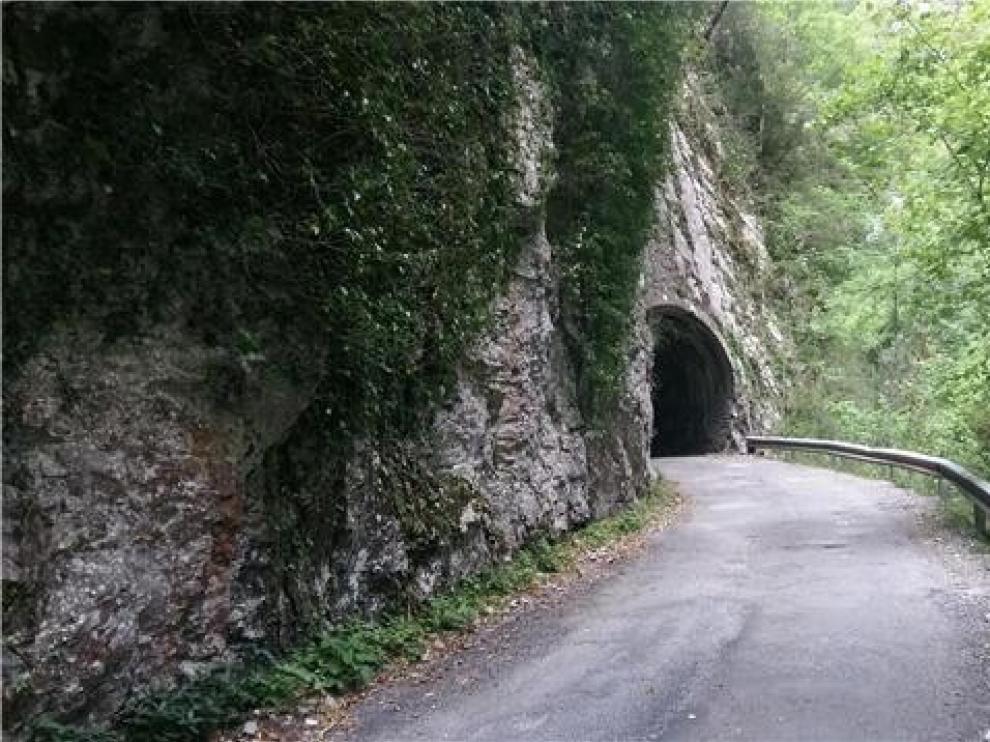 Cortada la carretera de Añisclo por dos desprendimientos de rocas causados por la lluvia