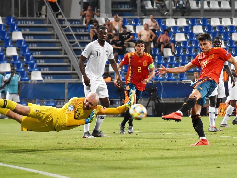 España golea y llega a la final