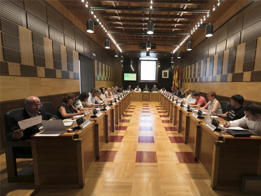 Unanimidad en el primer pleno del nuevo Ayuntamiento para aprobar la estructura y los salarios